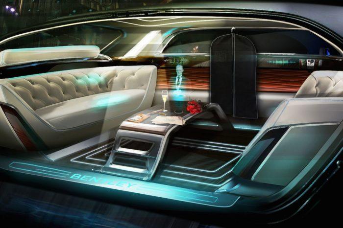 Bentley con mayordomo holográfico