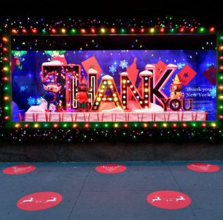 "Escaparates navideños de Macy's ""Give, Love, Believe"""